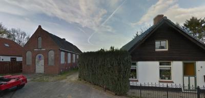 Bareveld, met links de voormalige Gereformeerde kerk Licht en Kruis (© Google)