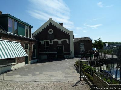 Barwoutswaarder, het oude gemaal uit 1881 bij Hoge Rijndijk 15 is in 1972 vervangen door een nieuw gemaal. Het oude gemaal is gelukkig bewaard gebleven en is een gemeentelijk monument.