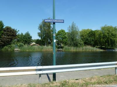Barwoutswaarder is een buurtschap, woonwijk en bedrijventerrein in de provincie Utrecht, in de streek Groene Hart, gemeente Woerden. De buurtschap heeft geen plaatsnaamborden, zodat je slechts aan de straatnaambordjes kunt zien dat je er bent aangekomen.