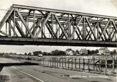 Batadorp, de oude spoorbrug over het Wilhelminakanaal, later vervangen door een moderne betonnen variant