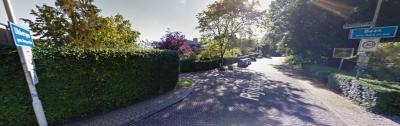 De dorpen Beek en Ubbergen zijn aan elkaar gegroeid en gaan op de Rijksstraatweg ongemerkt in elkaar over (afgezien van de borden dan...) (© Google)
