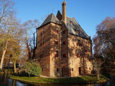 Het rijksmonumentale Kasteel De Kinkelenburg is o.a. in gebruik geweest als raadhuis van de gemeente Bemmel. Tegenwoordig is het een trouw- en vergaderlocatie van de gemeente Lingewaard. (© H.W. Fluks)