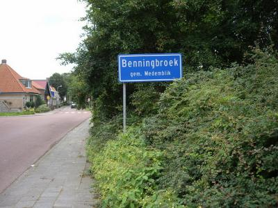 Benningbroek is een dorp in de provincie Noord-Holland, in de streek West-Friesland, gemeente Medemblik. T/m 1978 gemeente Sijbekarspel. In 1979 over naar gemeente Noorder-Koggenland, in 2007 over naar gemeente Medemblik. (© H.W. Fluks)