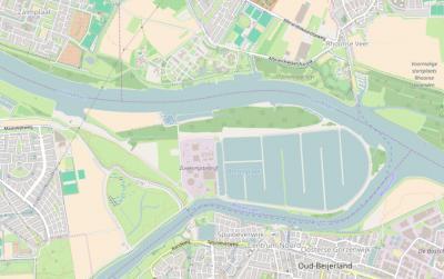 Op deze actuele kaart is goed te zien dat de Berenplaat in 1966 grotendeels een waterbassin voor het drinkwaterproductiebedrijf is geworden. In het Z is er een pontje naar Oud-Beijerland. (© Openstreetmap)