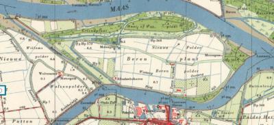 Tot ca. 1960 is Berenplaat nog een eiland, rondom omgeven door water dus. Nadien is het Berengat aan de W kant drooggelegd, waardoor het eiland aan het 'vasteland' van het eiland Voorne-Putten is vastgehecht.