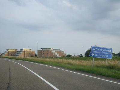 De richtingborden naar de buurtschap Berenplaat, op de borden nog met de oude spelling, staan er nog wel.