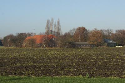 Een van de oude boerderijen in de vanouds Gilzer buurtschap Berkeind die in 2016 is afgebroken om ruimte te maken voor het anno 2017 in ontwikkeling zijnde Tilburgse bedrijventerrein Wijkevoort. (© Martijn de Rooij, Tilburg)