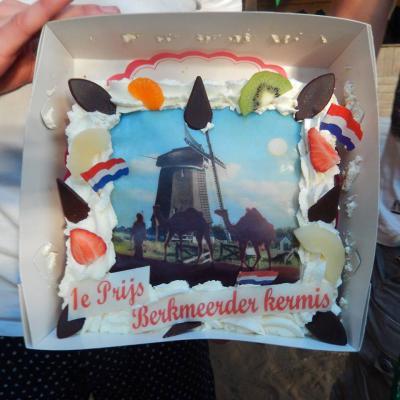 Het team dat de beste prestatie levert met de sportieve activiteiten tijdens de Berkmeerder Kermis in de Obdamse buurtschap Berkmeer, wint deze heerlijke taart.