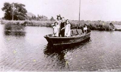 In de Tweede Wereldoorlog is de brug in de Lutkedijk (over de Z kant van de Ringsloot van de Berkmeer) richting Obdam opgeblazen. Om toch aan de overkant te komen is er toen een tijdelijk veerbootje ingezet.