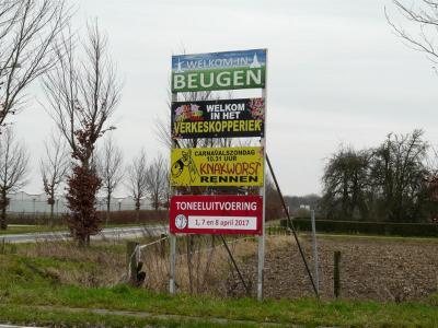 Beugen is een dorp in de provincie Noord-Brabant, in de regio Noordoost-Brabant, en daarbinnen in de streek Land van Cuijk, gemeente Boxmeer. T/m 30-4-1942 gemeente Beugen en Rijkevoort. Tijdens carnaval heet het dorp het Verkeskopperiek. (© H.W. Fluks)