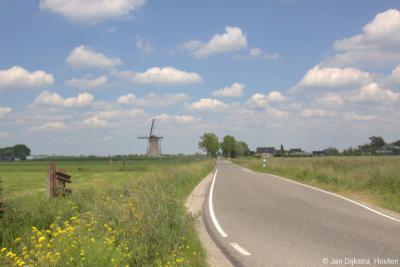 Als uitsmijter heb je aan het eind van buurtschap Bilwijk ook nog uitzicht op de prachtige Boezemmolen nr. 6, ook wel Molen achter Haastrecht, die onder het grondgebied van Haastrecht valt.