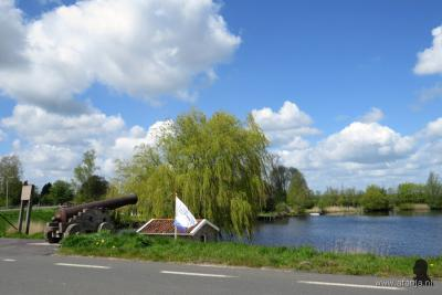 Het hoogwaterkanon uit 1817 in Blankenham, aan de Blokzijlerdijk (= de oude Zuiderzeedijk), moest de inwoners waarschuwen voor (dreigende) overstromingen. In het kruithuisje naast het kanon werd het kruit voor het kanon opgeslagen.