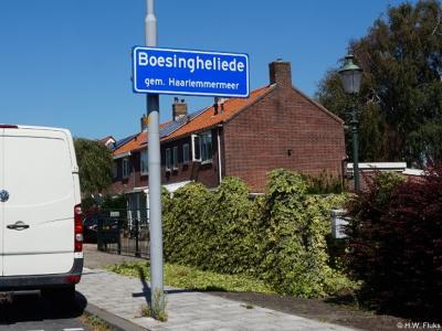 Boesingheliede is een buurtschap in de provincie Noord-Holland, gemeente Haarlemmermeer. De buurtschap is door de gemeente groot en/of dichtbebouwd genoeg bevonden voor een 'bebouwde kom' en heeft daarom blauwe plaatsnaamborden (komborden).