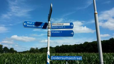 Maar dat ook op diverse officiële ANWB-richtingborden in de omgeving nog de wellicht vroegere, dan wel Friese - in beide gevallen fout dus - spelling Boyl staat, vinden wij toch wel een tikje slordig...