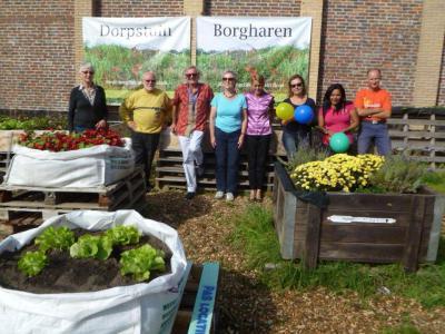 Sinds 2014 is er de Dorpstuin Borgharen, waar inwoners naar hartenlust kunnen tuinieren en er zo ook een ontmoetings- en hobbymogelijkheid bij hebben. Een prachtig initiatief! (© www.facebook.com/dorpstuinborgharen)