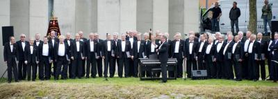 Mannenkoor Borgharen Maastricht is opgericht in 1902 en geeft jaarlijks gemiddeld 15 concerten in grote en kleine concertzalen, in binnen- en buitenland, al dan niet samen met gerenommeerde harmonieën en orkesten. (© www.mannenkoor-borgharen.com)