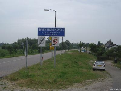Boven-Hardinxveld is een dorp in de provincie Zuid-Holland, in de streek Alblasserwaard, gemeente Hardinxveld-Giessendam. T/m 1956 gemeente Hardinxveld.