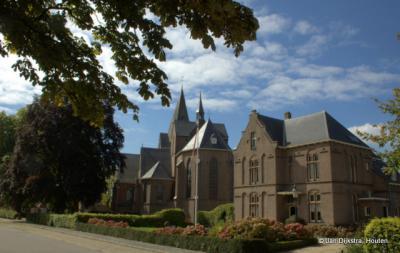 De neogotische Sint-Willibrorduskerk in Boven-Leeuwen