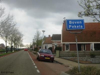 Boven Pekela is een dorp met een eigen bebouwde kom, maar ligt voor de postadressen 'in' Nieuwe Pekela