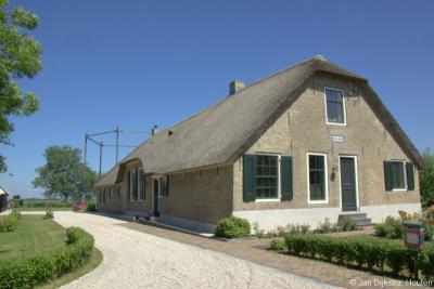 In buurtschap Bovenkerk kun je vele monumentale boerderijen bewonderen. Dit is er een van.