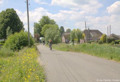 Kortom: buurtschap Bovenkerk en omgeving is zeer de moeite waard om een keer op je gemak te gaan bekijken! Laat dan de auto lekker staan en neem de benenwagen. Of de fiets.