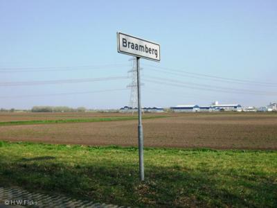 De buurtschap Bramberg ligt ZO van Mussel, aan het Mussel-A-Kanaal