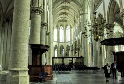 Interieur van de Grote Kerk of Onze Lieve Vrouwekerk in Breda, die in de volksmond ook de Blanke Dame wordt genoemd. De kerk uit 1535 is een voorbeeld van de Brabantse gotiek der steden. (© Jan Dijkstra, Houten)