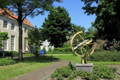 Breda, de Willem Merkxtuin is een prachtige tuin in de binnenstad, waar je bovendien 14 kunstobjecten kunt bewonderen. Welke dat zijn, kun je lezen in het hoofdstuk Bezienswaardigheden. (© Jan Dijkstra, Houten)
