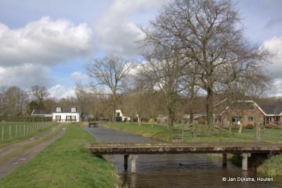Vanaf het pad naar het gemaal zien we buurtschap Breeveld liggen