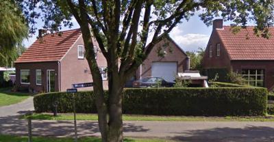 Met spellingen van plaats- en straatnamen wordt in ons land door de jaren heen wat aangerommeld. Zo wordt de buurtschap Breyvin vandaag de dag met y gespeld, ook op bijv. dit straatnaambordje op de splitsing met de Neelestraat. (© Google)