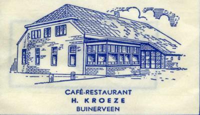 Suikerzakje van het voormalige Café-Restaurant Kroeze in Buinerveen, strategisch gelegen in het dorpscentrum op de kruising Buinerstraat/Hoofdstraat. Het pand bestaat nog altijd en is tegenwoordig het onderkomen van Dorpshuis De Viersprong.