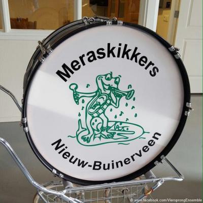 Zoals hierboven reeds gemeld, is Buinerveen eigenlijk één kern samen met Nieuw-Buinen-West en heet dat geheel in de volksmond ook wel Nieuw-Buinerveen. Helaas zien we dat in de praktijk bijna nergens vermeld, behalve op de grote trom van De Meraskikkers.
