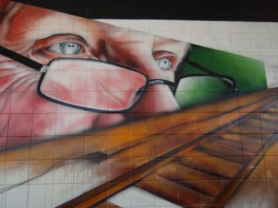 Graffitikunstwerk in de wachtkamer van station Buitenpost (© Harry Perton/https://groninganus.wordpress.com)