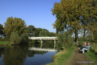 Bunnik, zitten en genieten op het bankje langs de Kromme Rijn