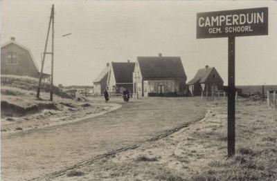 Getuige deze oude ansichtkaart heeft Camperduin vroeger kennelijk wel een eigen bebouwde kom gehad