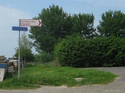 De buurtschap Cellemuiden heeft geen plaatsnaamborden, alleen gelijknamige straatnaambordjes. Er staat wel een richtingbord in de omgeving, dat je dus de weg wijst waar je heen moet om er te komen.