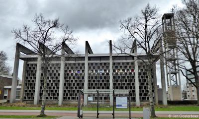De Sint-Bavokerk (Slinge 775) staat in de wijk Pendrecht in Rotterdam-Zuid, op grondgebied van de voormalige gemeente Charlois. De in 2019 tot rijksmonument benoemde kerk uit 1960 is een toonbeeld van kerkarchitectuur uit de naoorlogse periode.