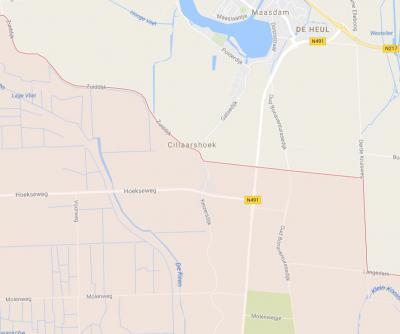 In 1984 is de grens tussen de nieuwe gem. Binnenmaas en de gem. Strijen horizontaal rechtgetrokken, waarmee het grootste deel van Cillaarshoek onder de gem. Strijen (= roze geaccentueerde gebied) was komen te vallen. (© Google)
