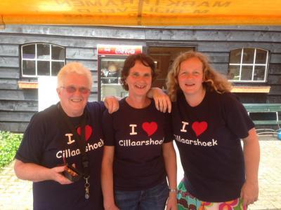 De inwoners van Cillaarshoek zijn trots op hun mooie buurtschap, en hebben zelfs fraaie t-shirts gemaakt om hun woonplaats te promoten. (www.facebook.com/rommelmarkt.cillaarshoek)