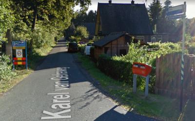 Buurtschap Coldenhove was vroeger groter en belangrijker dan het dorp Eerbeek waar het onder valt (zie hoofdstuk Geschiedenis). Jammer dus dat de buurtschap ter plekke niet aan bordjes te herkennen is. Voor onze hint hoe dat op te lossen is, zie Status.