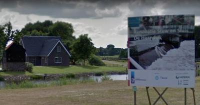 In 2017 zijn sluis en stuw De Haandrik gerenoveerd in het kader van het bevaarbaar maken van de Vecht (© Google)