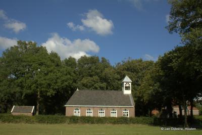 Het kerkje van De Hoeve uit 1922 is sinds 2005 niet meer als zodanig in gebruik. Tegenwoordig heeft een kunstenaar het in gebruik als atelier.