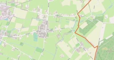 Het dorp De Horst en de bijbehorende buurtschap Plak liggen O van het dorp Groesbeek en grenzen in het O aan Duitsland, kern Kranenburg (de oranje lijn is de landsgrens). (© www.openstreetmap.org)