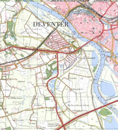 Aan de gele gemeente- en provinciegrenslijn op deze kaart is goed te zien dat dit vroegere deel van de IJssel op enig moment is gekanaliseerd, waardoor De Hoven e.o. sindsdien van de rest van de stad Deventer is afgesneden en nu aan de Gelderse kant ligt.