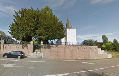 Buurtschap De Kling bij Merkelbeek, sinds 1982 grotendeels (waaronder ook kerk en - toen nog - klooster) gemeente Brunssum. Het oude klooster is in 2009 afgebroken. De kerk met omliggend terrein is mooi opgeknapt. Hier de situatie anno 2015. (© Google)