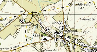 In ieder geval in 2008 (wellicht al eerder) is De Kling W van Oensel blijkens de plaatsnaamborden ter plekke tot buurtschap benoemd. Pas vanaf 2015 verschijnt het op kaarten, ook nog met foute spelling Kling. (© Kadaster)