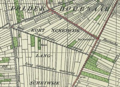 Buurtschap De Kooi ligt op de plek van een vroegere eendenkooi, die op deze kaart uit ca. 1930 nog goed is te zien. Enkele jaren later is hij gedempt. In de jaren zestig is de locatie bebouwd met de huidige buurtschap. (© Kadaster)