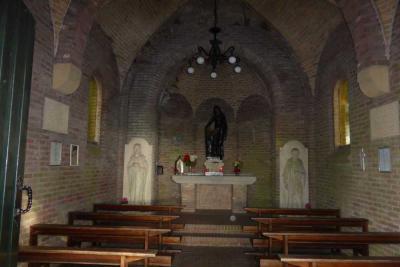 Interieur van de Sint Annakapel in buurtschap De Roond (© Henri Floor)