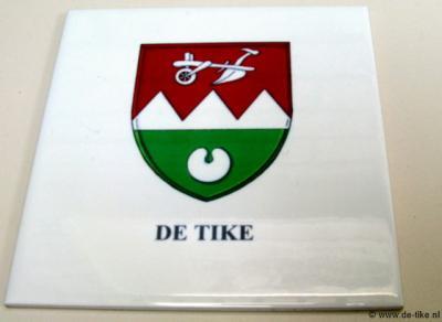 T.g.v. het 60-jarig bestaan van De Tike als dorp in 2013, heeft Dorpsbelang een dorpswapen laten ontwerpen. Alle inwoners hebben dit als jubileumpresentje in tegelvorm gekregen.