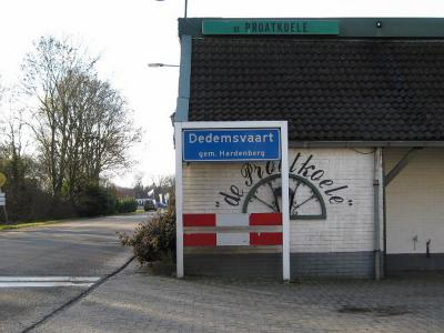Dedemsvaart is een dorp in de provincie Overijssel, in de streek Salland, gemeente Hardenberg. T/m 2000 (hoofdplaats van de) gemeente Avereest. (© H.W. Fluks)